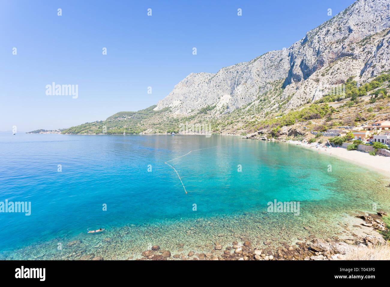Drasnice, Dalmatien, Kroatien, Europa - Überblick über die schöne Bucht von Podgora Stockfoto
