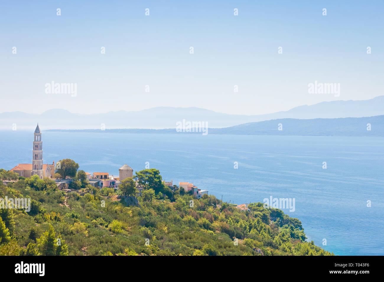 Igrane, Dalmatien, Kroatien, Europa - Kirchturm oben auf dem Berg von Igrane Stockfoto