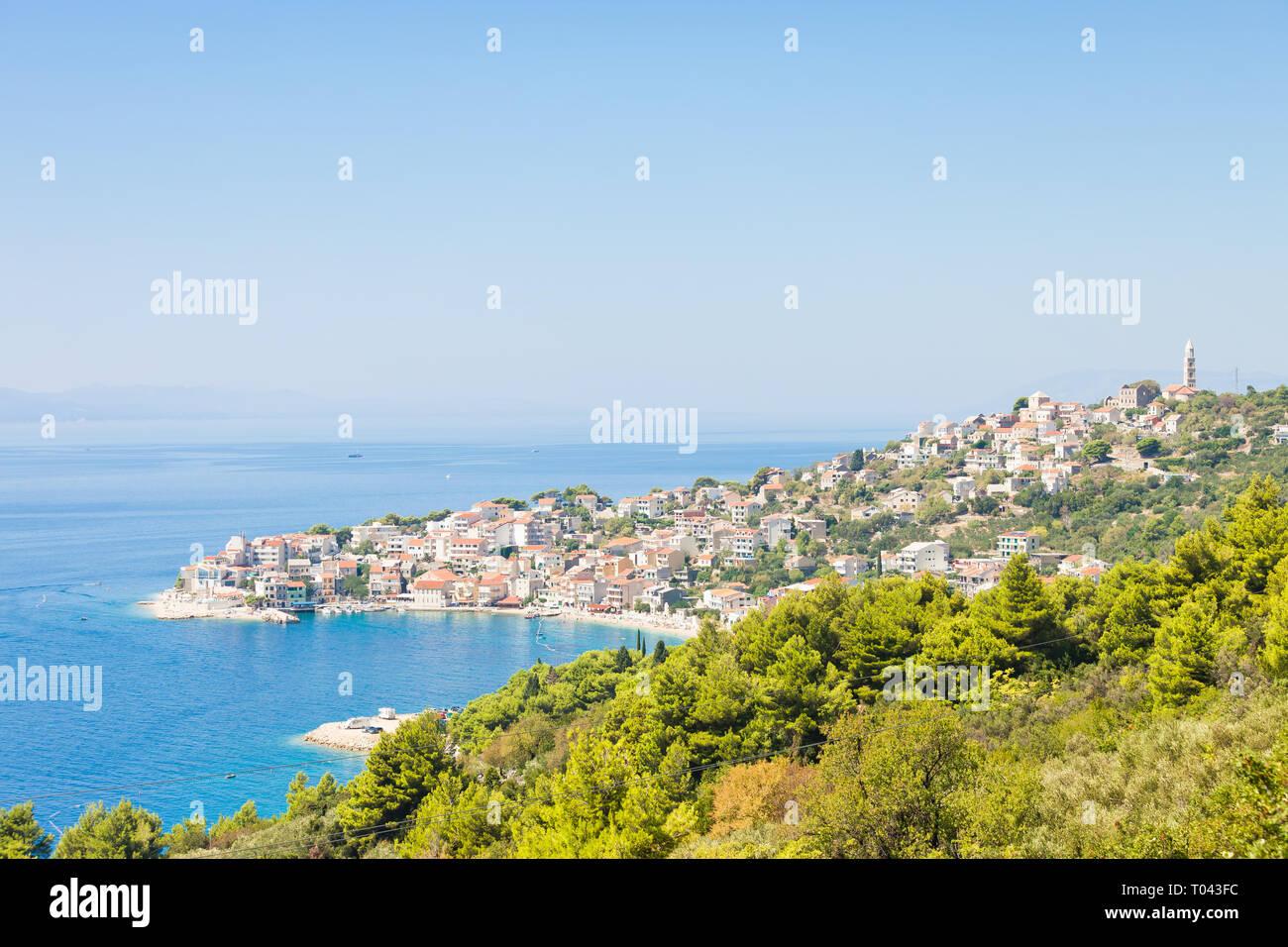 Igrane, Dalmatien, Kroatien, Europa - Skyline von der schönen Küstenstadt Igrane Stockfoto