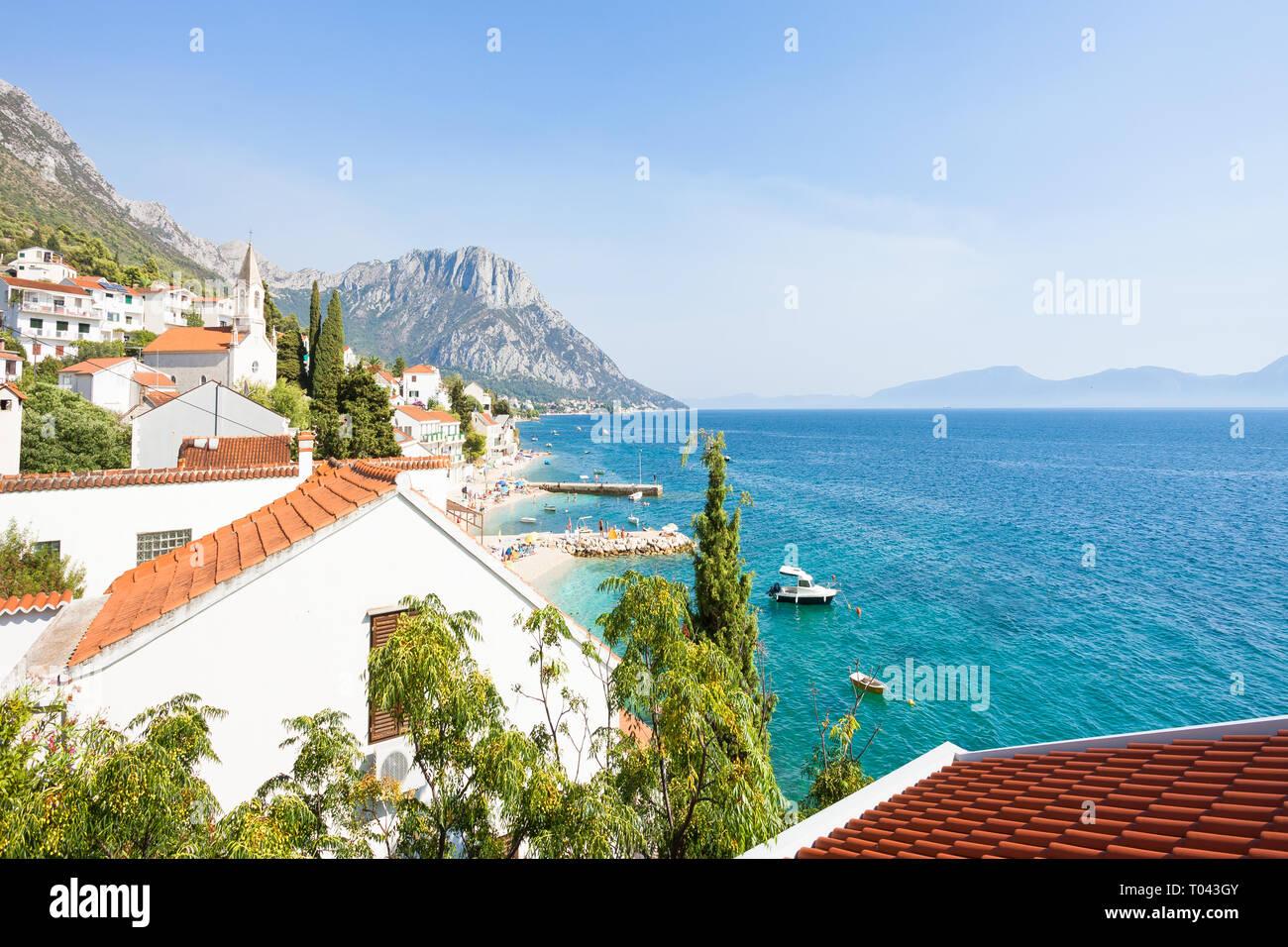Brist, Dalmatien, Kroatien, Europa - Ausblick auf die wunderschöne Bucht von Brist Stockfoto