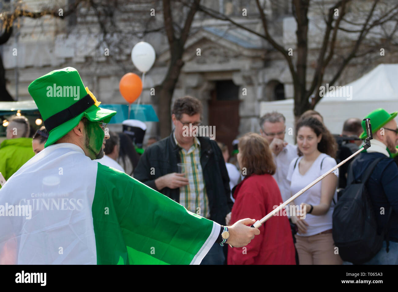 wholesale dealer 69017 a9056 Budapest, Ungarn. 17 Mär, 2019. St. Patrick's Day Parade in ...