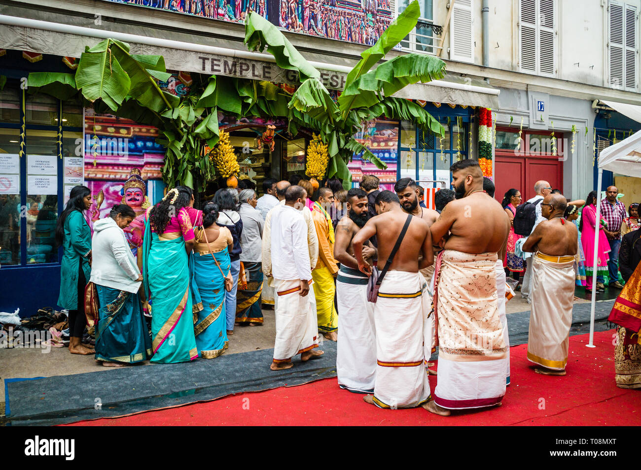 Auf Ganesh Chaturthi festival Ganesha, Menschen aus der hinduistischen Gemeinschaft sammeln im Tempel der Sri Manicka Vinayakar Alayam in Paris. Stockfoto
