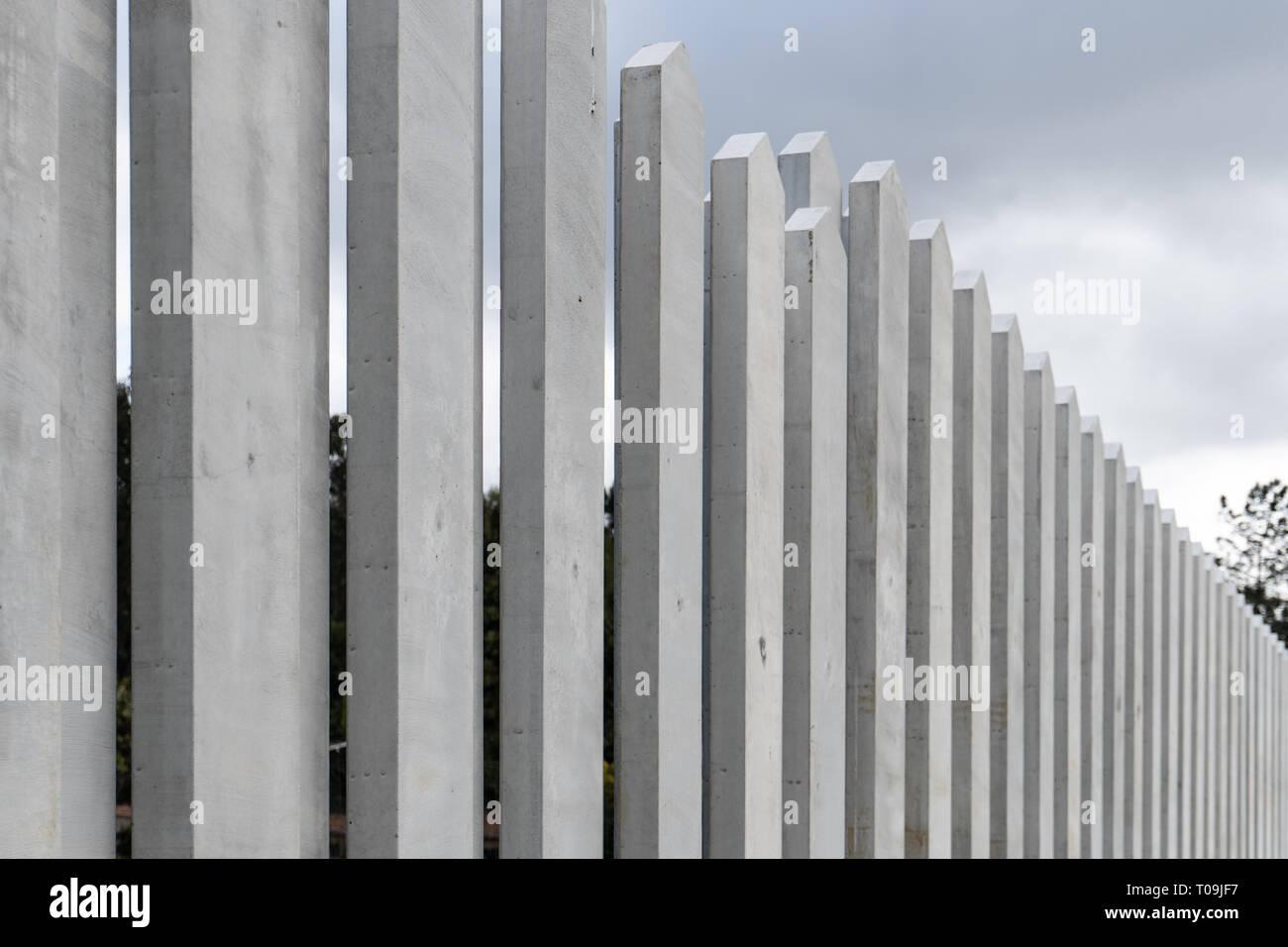 Moderne Zaun Aus Beton Boards Auf Outdoor Spanien Stockfotografie