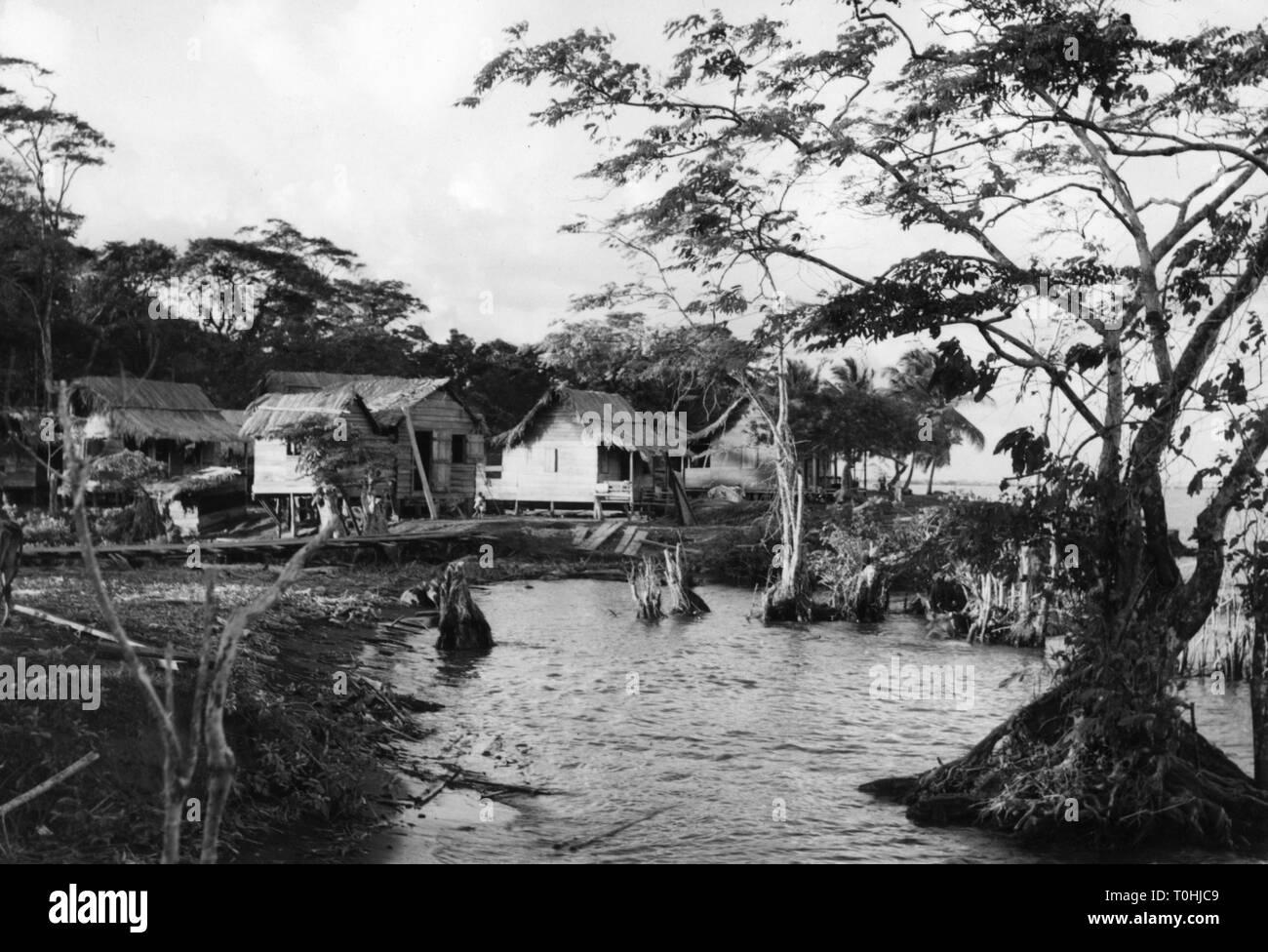 Geographie/Reisen, Costa Rica, landschaften, Hütten im Waterside, 1960er Jahre, Additional-Rights - Clearance-Info - Not-Available Stockbild