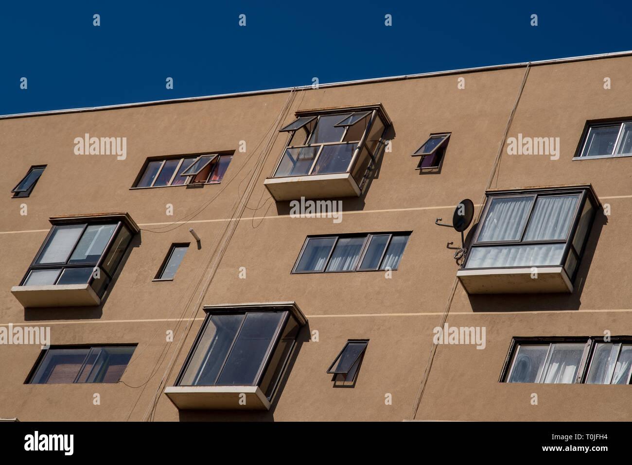 Häuserfront eines Wohnhauses in Concepcion, Chile Stockbild