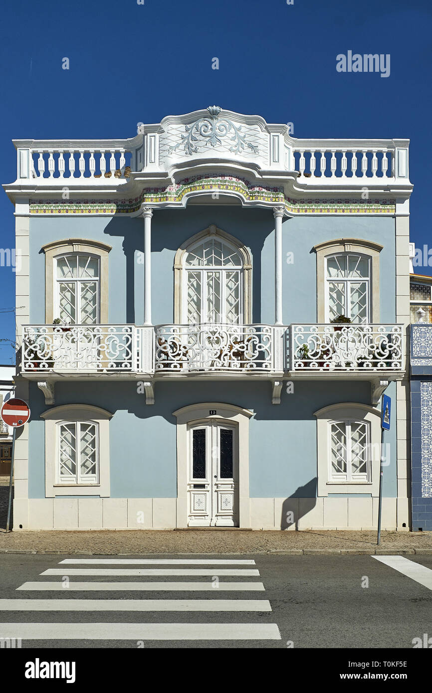 Koloniale Architektur in Tavira, Faro, Algarve, Portugal Stockfoto