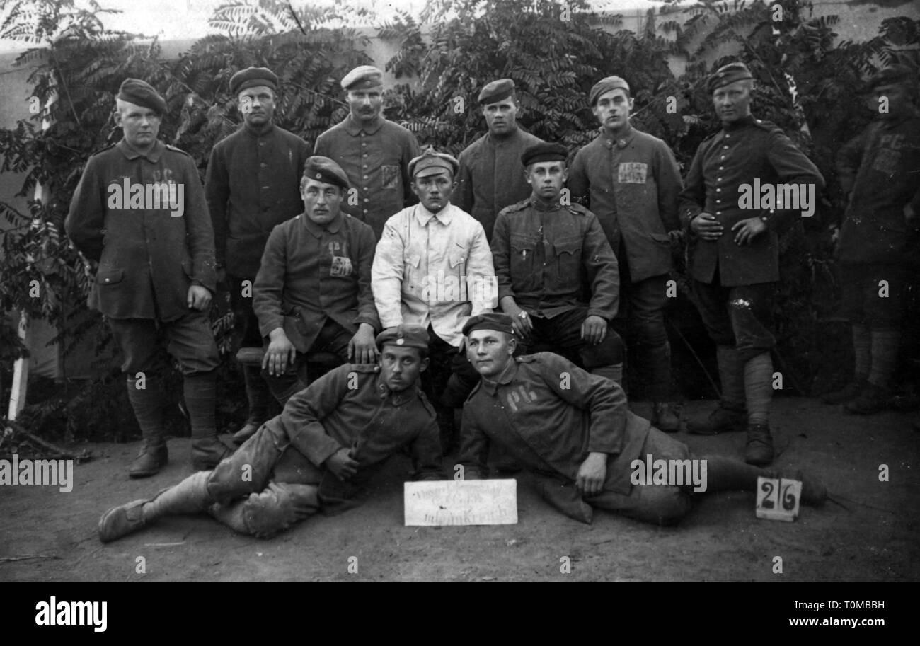 Ersten Weltkrieg/WWI, Kriegsgefangene, Gruppe von gefangenen deutschen Soldaten, Frankreich, August 1919, Additional-Rights - Clearance-Info - Not-Available Stockbild