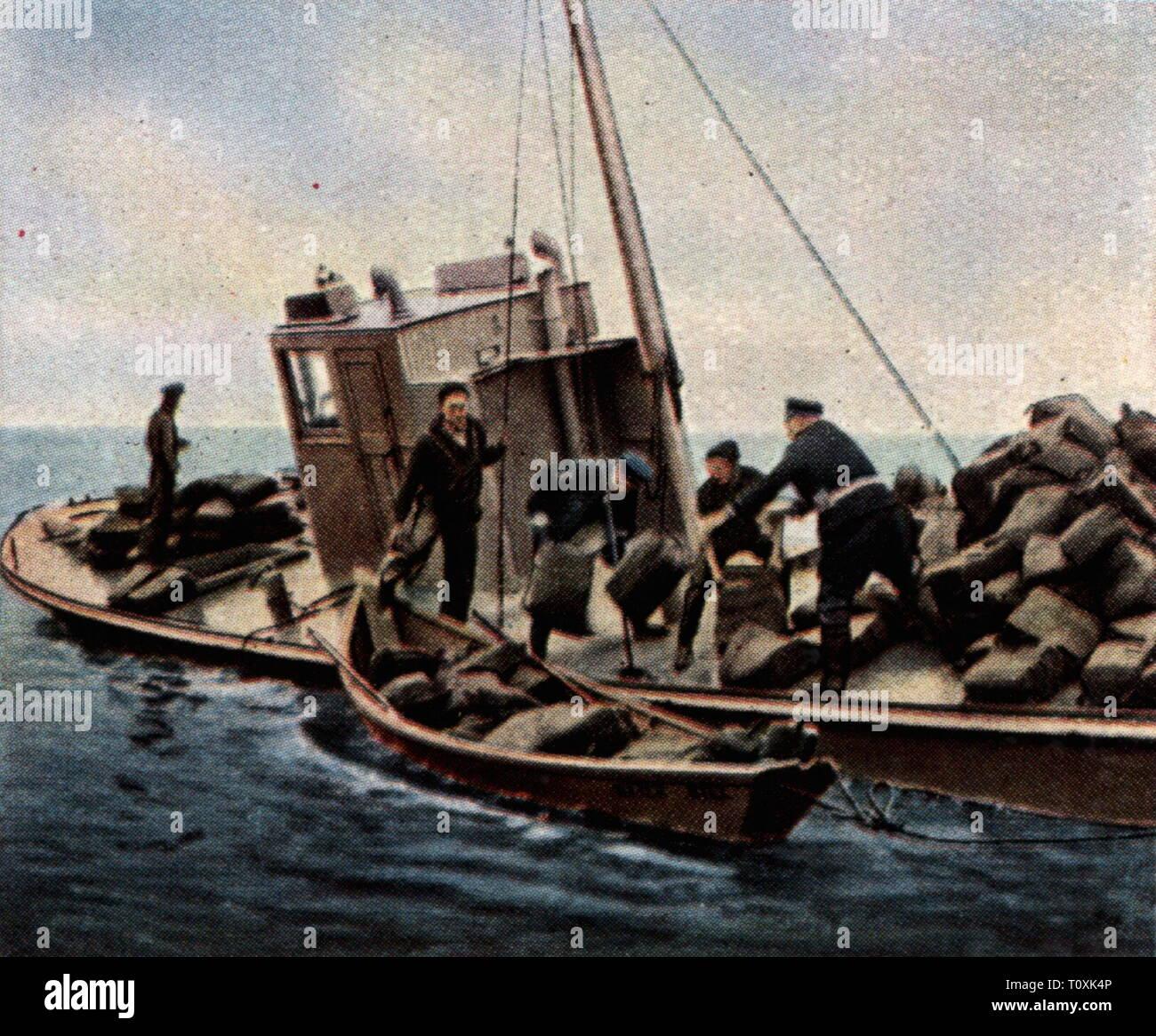 Verbot in den USA 1920 - 1933, Polizei mit einem erfassten Schmuggler Boot, Anfang der 1930er Jahre, Farbfoto, Zigarette Karte, Serie 'Die Nachkriegszeit', 1935, Additional-Rights - Clearance-Info - Not-Available Stockbild