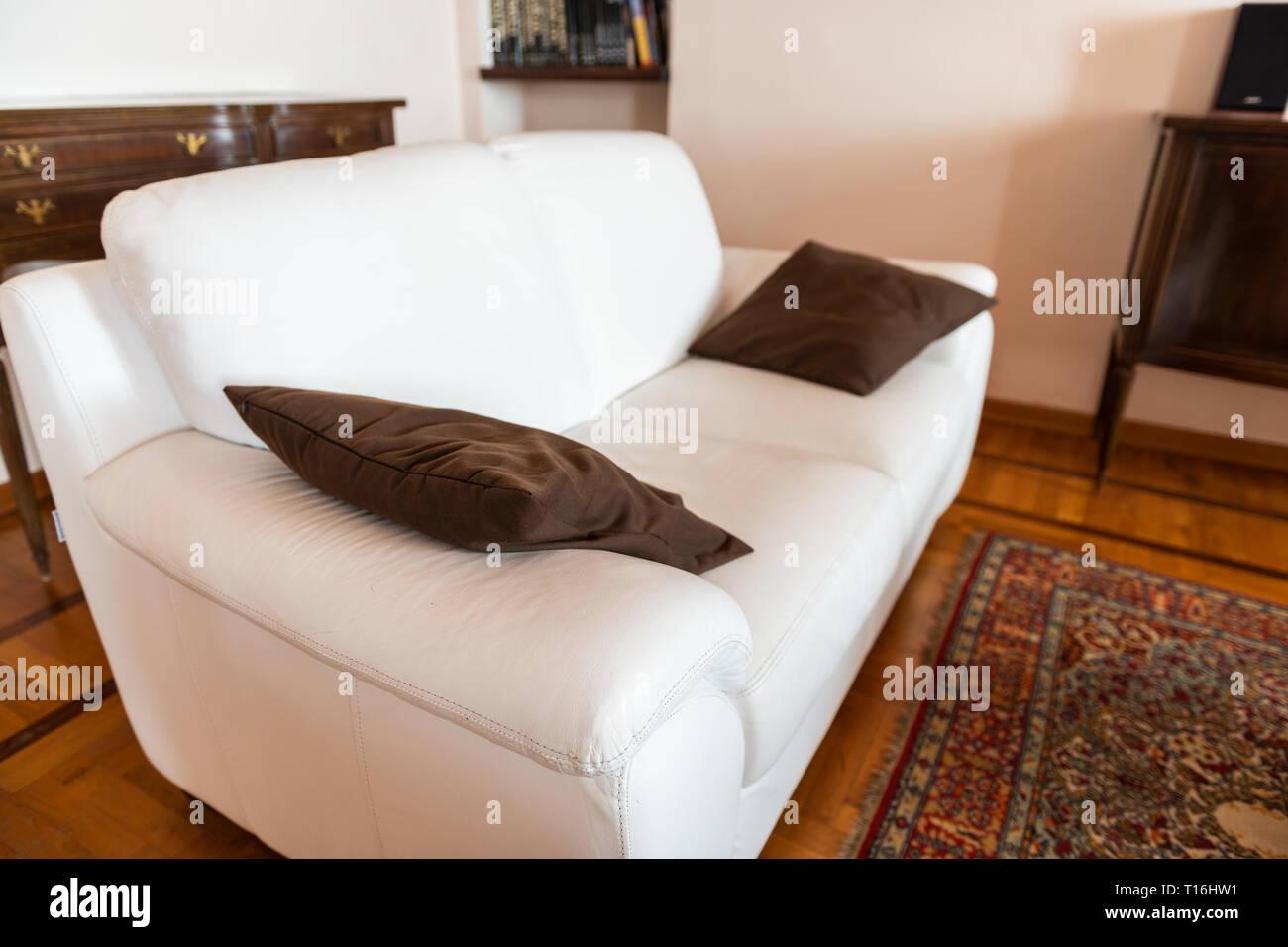 Innenraum Nahaufnahme der moderne Dekoration im Wohnzimmer mit Couch ...