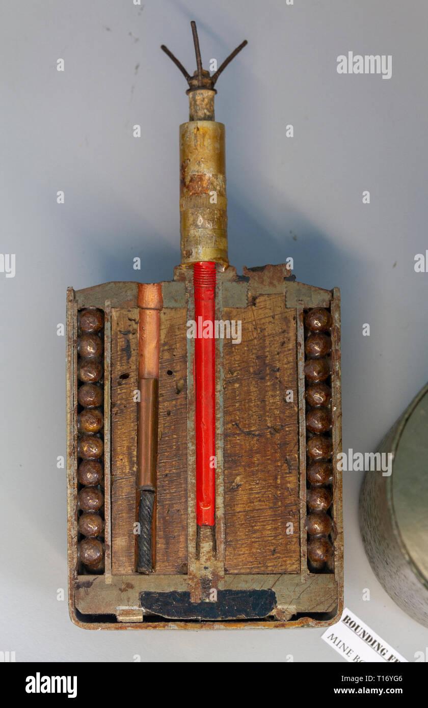 """Die deutsche S-Mine (Schrapnellmine, Splittermine Sprengmine oder in Deutsch), auch als """"Bouncing Betty"""" in das Airborne Museum, Sainte-Mère-Eglise bekannt, Keine Stockbild"""