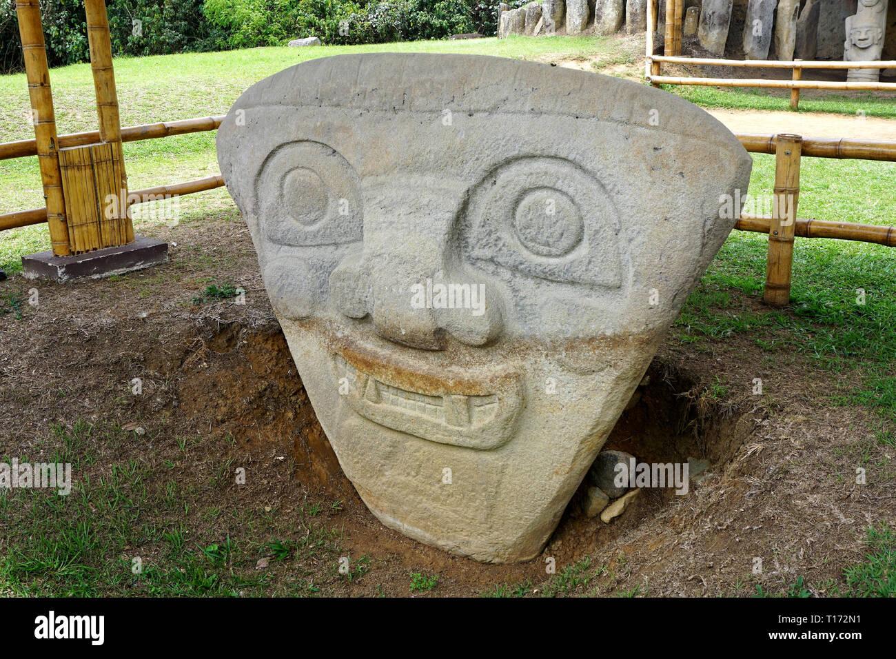 Kopf einer präkolumbianischen Statue im Archäologischen Park in San Agustin, San Agustin, Kolumbien Stockbild