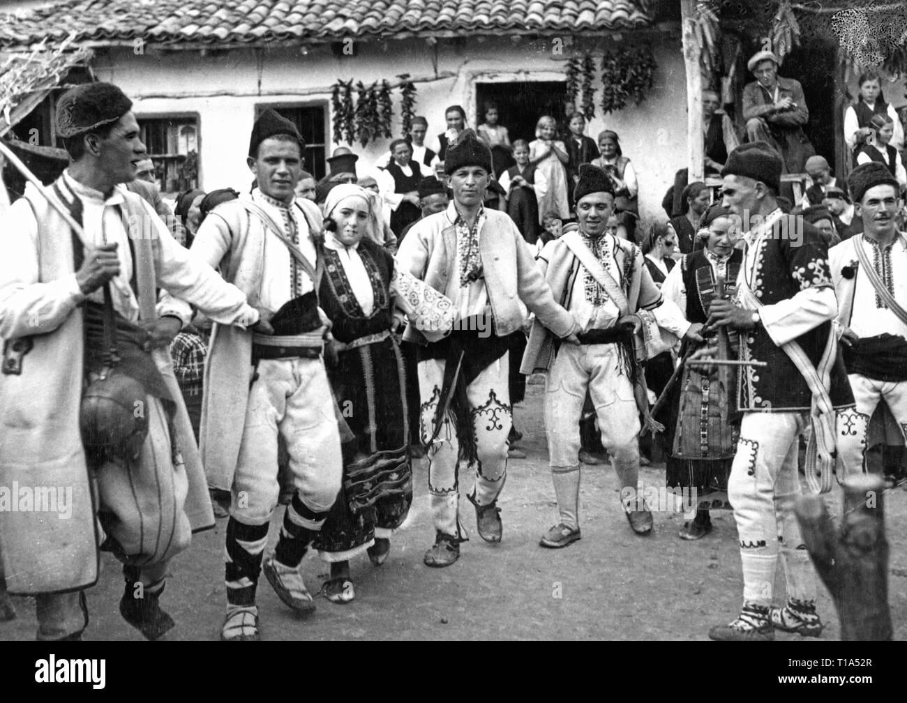 Geographie/Reisen historische, Bulgarien, Folklore, Volkstanz, circa 1935, Additional-Rights - Clearance-Info - Not-Available Stockbild