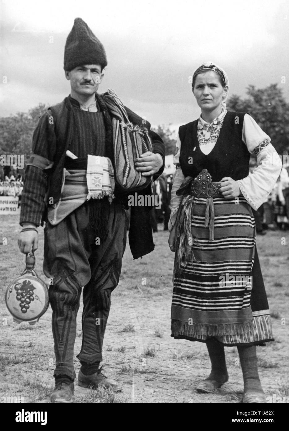 Geographie/Reisen historische, Bulgarien, Folklore, Bulgarische Ehepaar in Tracht, circa 1935, Additional-Rights - Clearance-Info - Not-Available Stockbild