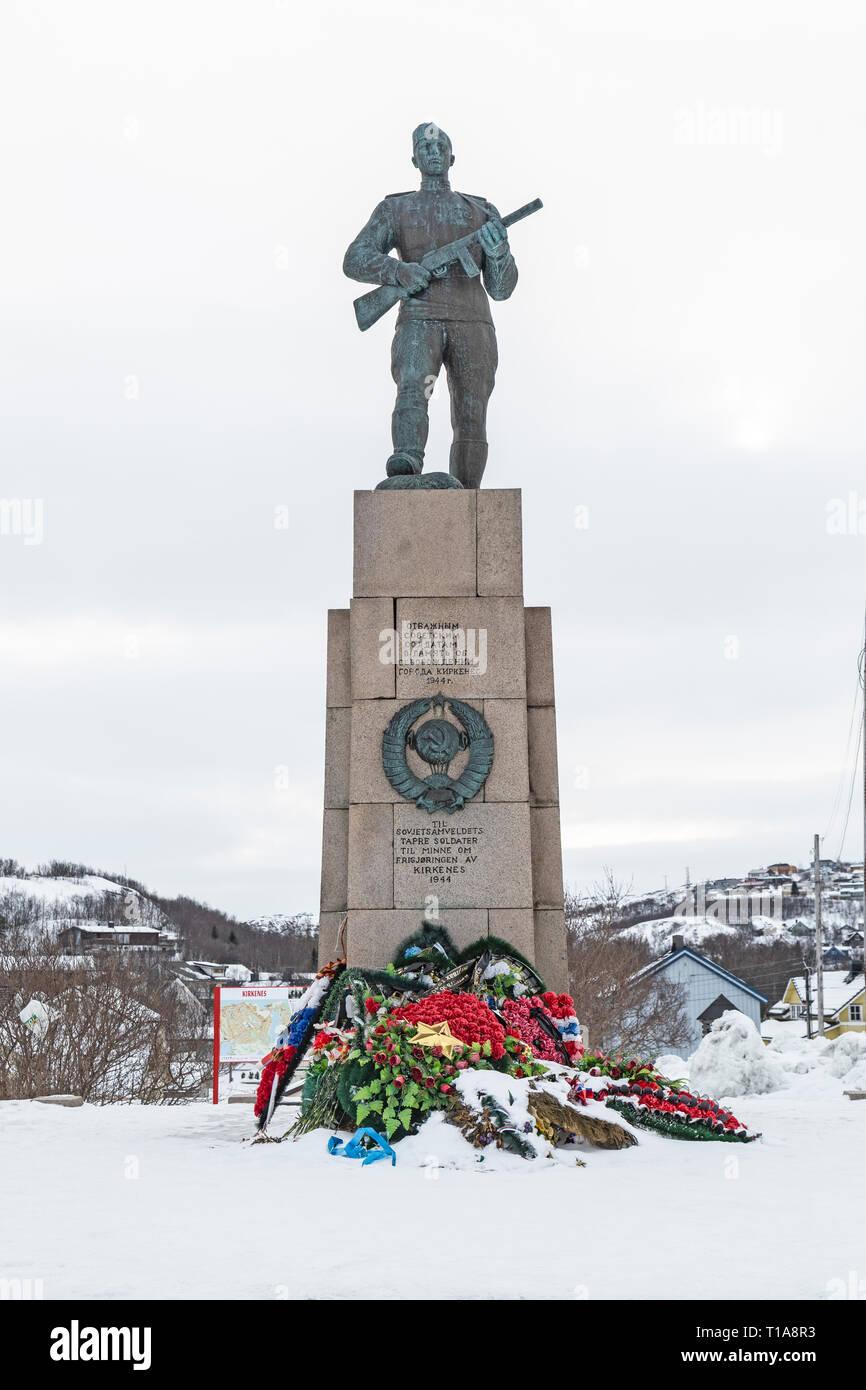War Memorial in der Nähe von Kirkenes in Norwegen, gewidmet der russischen Roten Armee, die die Stadt von den Nazis im Zweiten Weltkrieg befreit. Stockbild