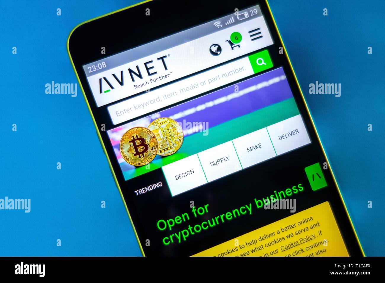 Berdyansk, Ukraine - März 23, 2019: Illustrative Editorial, Avnet Website Homepage. Avnet Logo sichtbar auf dem Bildschirm des Telefons. Stockbild