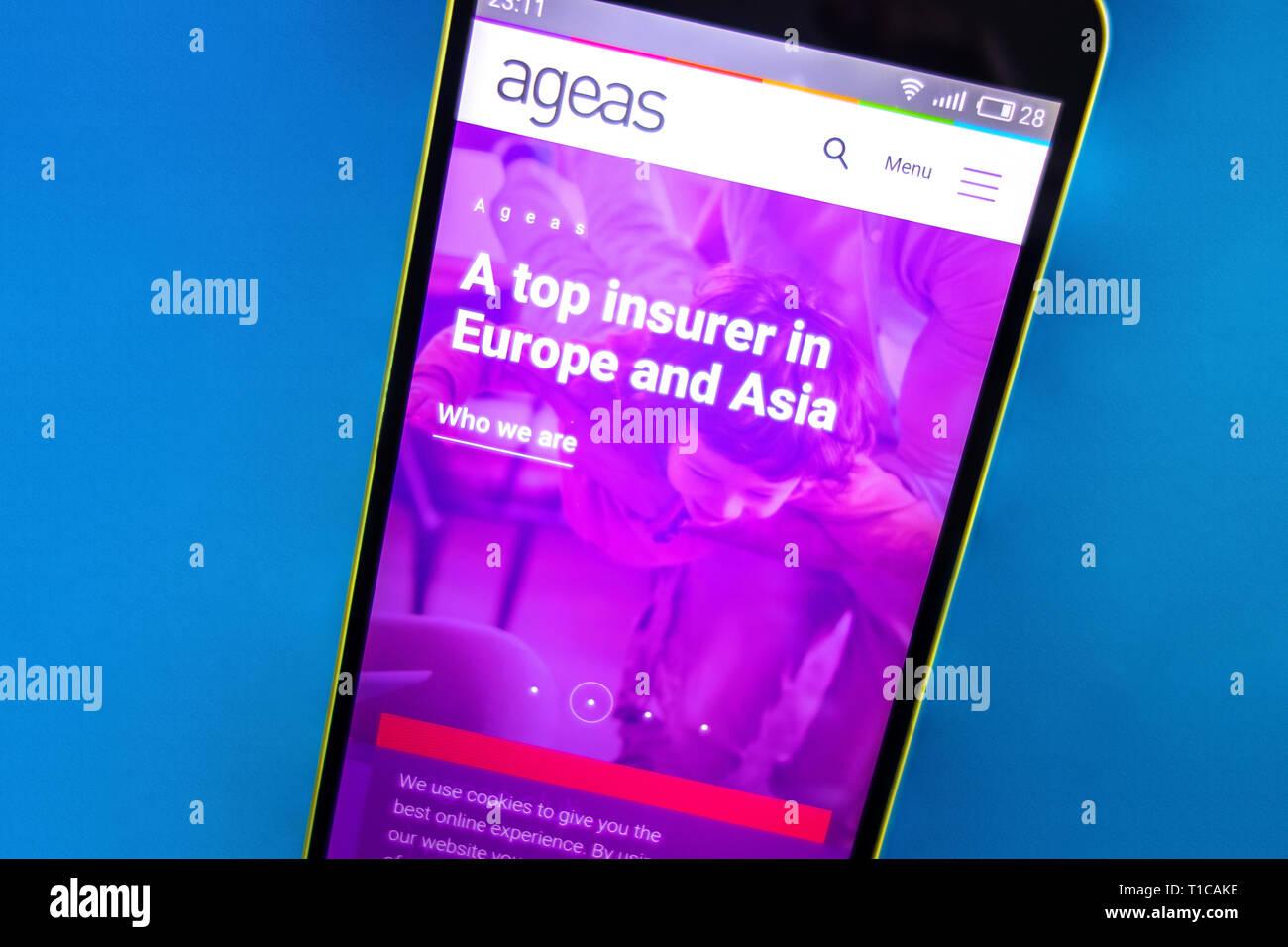 Berdyansk, Ukraine - März 23, 2019: Illustrative Editorial, Ageas Homepage. Ageas Logo sichtbar auf dem Bildschirm des Telefons. Stockbild