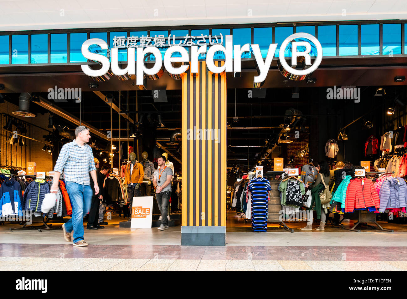 sneakers for cheap fde15 a0c25 Superdry Stockfotos & Superdry Bilder - Alamy