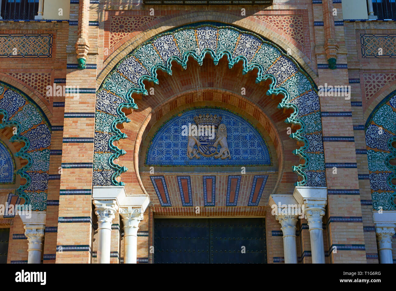 Die arabesque Architektur des Museums für Kunst und Traditionen in Amerika Platz, Sevilla, Spanien Stockbild