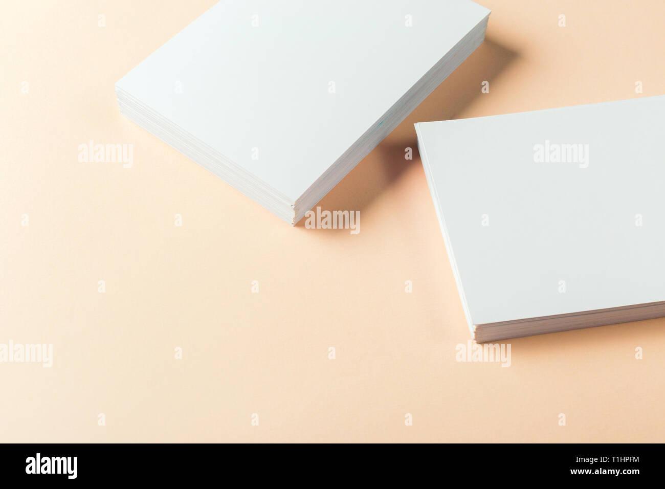 Papier Leer Visitenkarten Stockfoto Bild 241950680 Alamy