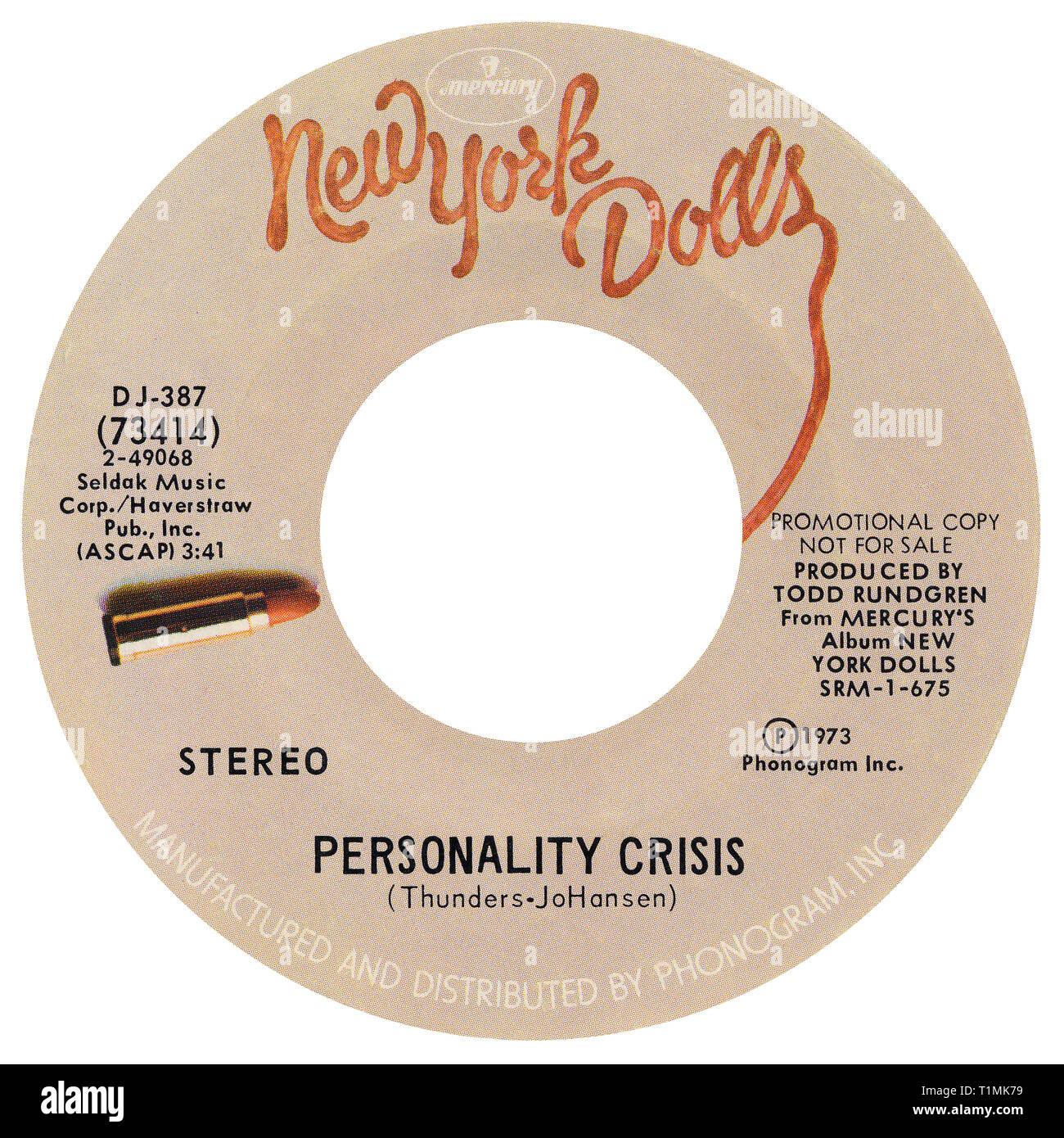 Uns 45 min Werbe single der Persönlichkeit Krise, die durch die New York Dolls auf dem Merkur Label von 1973. Von David Johansen und Johnny Thunders geschrieben und von Todd Rundgren produziert. Stockbild