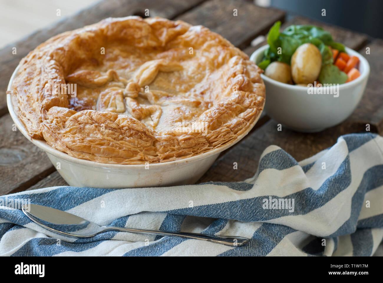 Chicken Pie mit Gemüse Stockbild