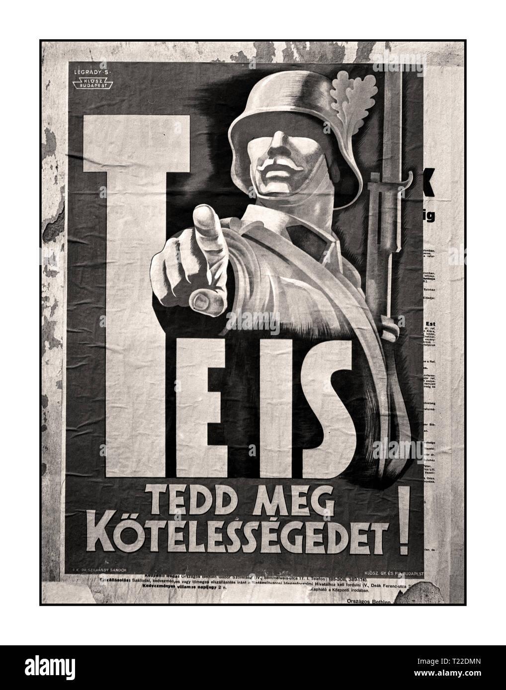 """Vintage WW2 B&W Street Poster """"genossen Sie es tun können'', die Sie auch ihre Pflicht tun!' von Budapest 1940 Rekrutierung, Plakat, Soldat, Sándor Légrády-graphics 1942 Ungarn im Jahre 1940, unter dem Druck des nationalsozialistischen Deutschland trat Ungarn dem Facist Achsenmächte. Im folgenden Jahr, der Ungarischen Streitkräfte in der Invasion in Jugoslawien und der Überfall auf die Sowjetunion beteiligt. Stockbild"""