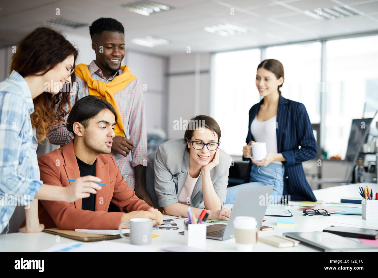 Moderne Business Team bei der Arbeit Stockbild