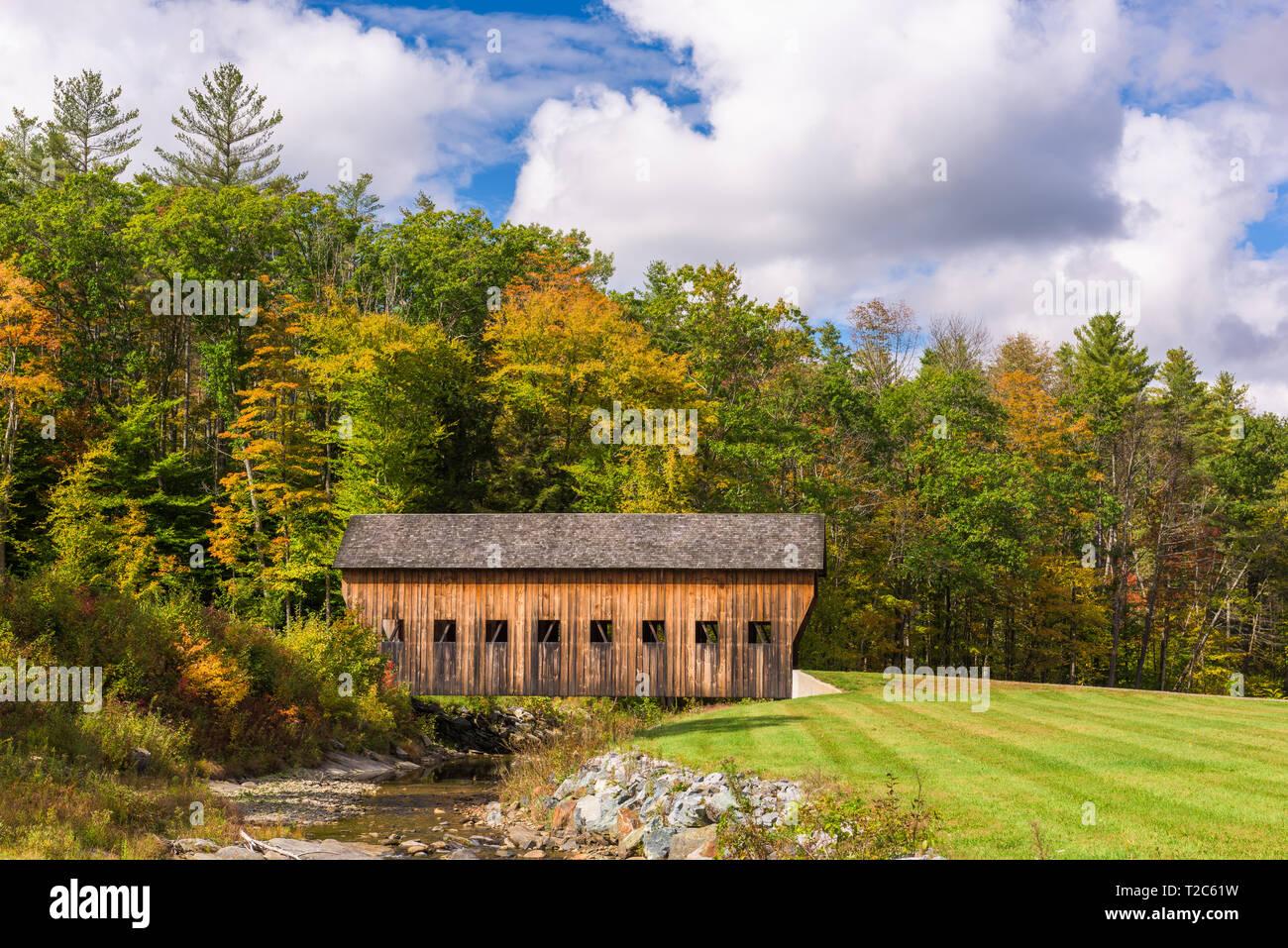 Alte Brücke in ländlichen Vermont, USA. Stockfoto