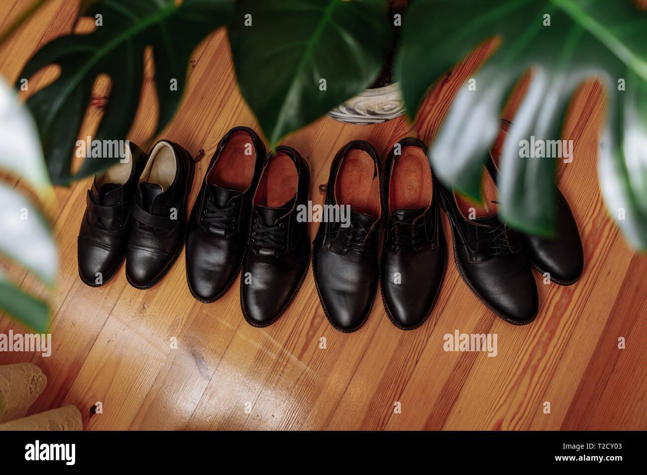 size 40 9fe0f 45800 Herrenschuhe Konzepte: schwarz Leder Schuhe auf dem Boden in ...