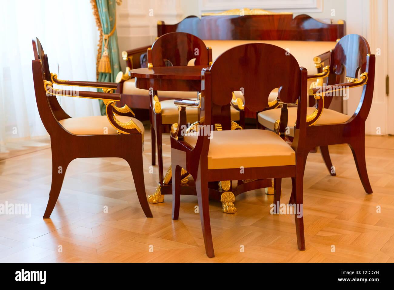 Im Alten Stil Wohnzimmer Stuhle Sofa Tisch Stockfotografie Alamy