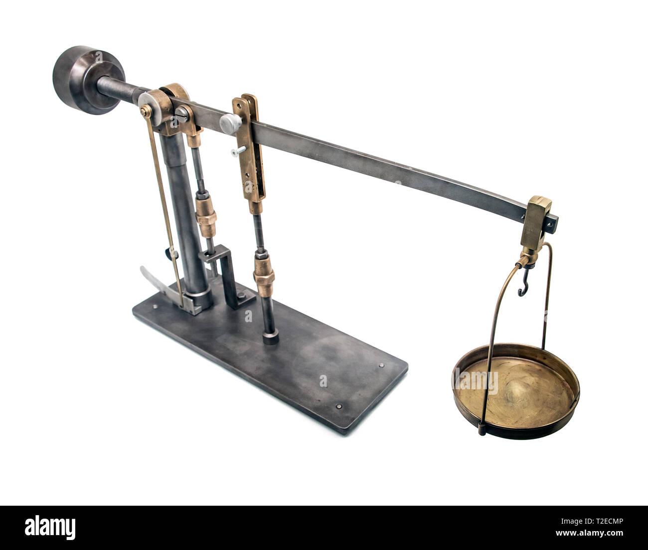 Ein historisch Gerät Boden Zusammenhalt zu bestimmen. Eine alte Wissenschaft Instrument auf weißem Hintergrund. Stockbild
