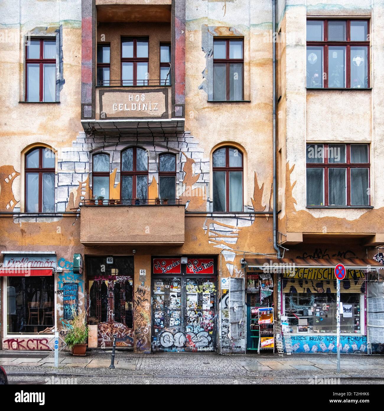 M99 General Store für Revolutionäre braucht, ist eine Alternative - links Store von Querschnittsgelähmten, Hans Georg Lindenau, in der Hansastraße 46, Kreuzberg, Berlin Stockbild