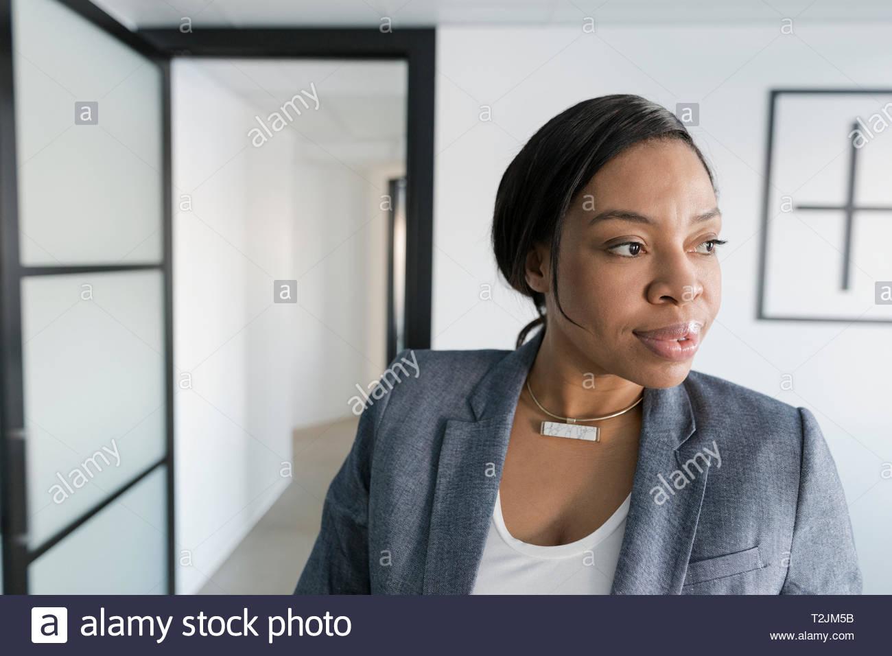 Zuversichtlich und freuen uns Geschäftsfrau Stockfoto