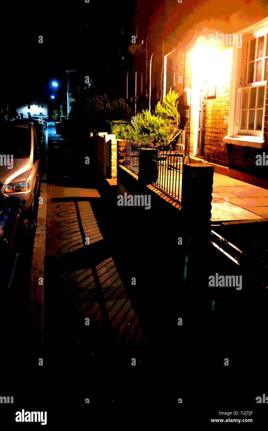 Street, at, Nacht, Kriminalität, Sicherheit, Licht, Terrasse, Haus, Häuser, ländlich, Stadt, Cowes, Isle of Wight, England, Vereinigtes Königreich, Stockbild