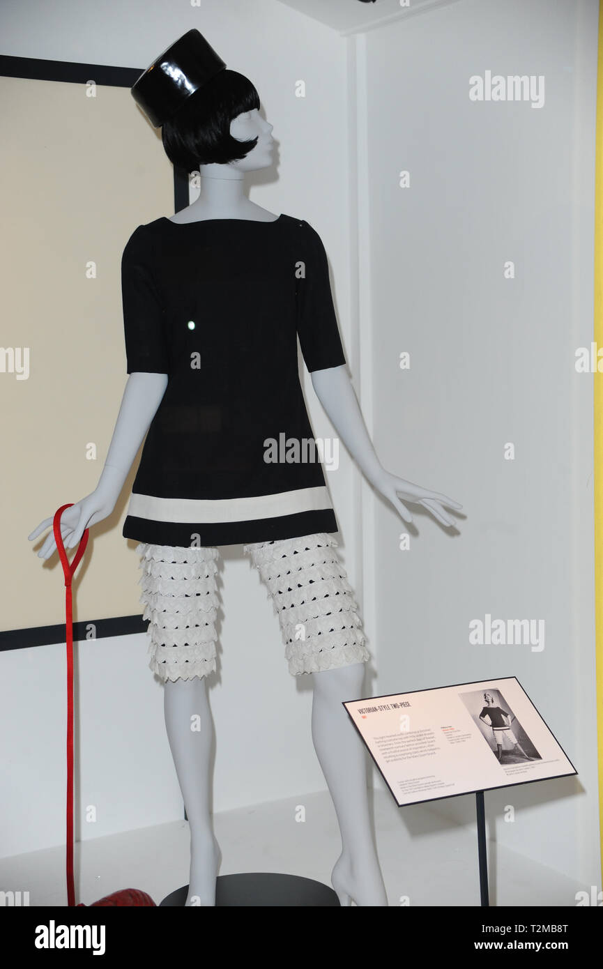 9b8ce829f4df Mode entworfen von Mary Quant an der Mary Quant Ausstellung im V&A ...