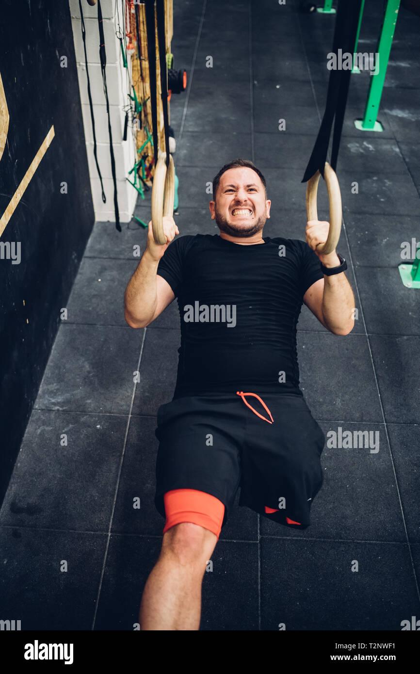 Menschen mit Behinderung Training im Fitnessraum Stockbild