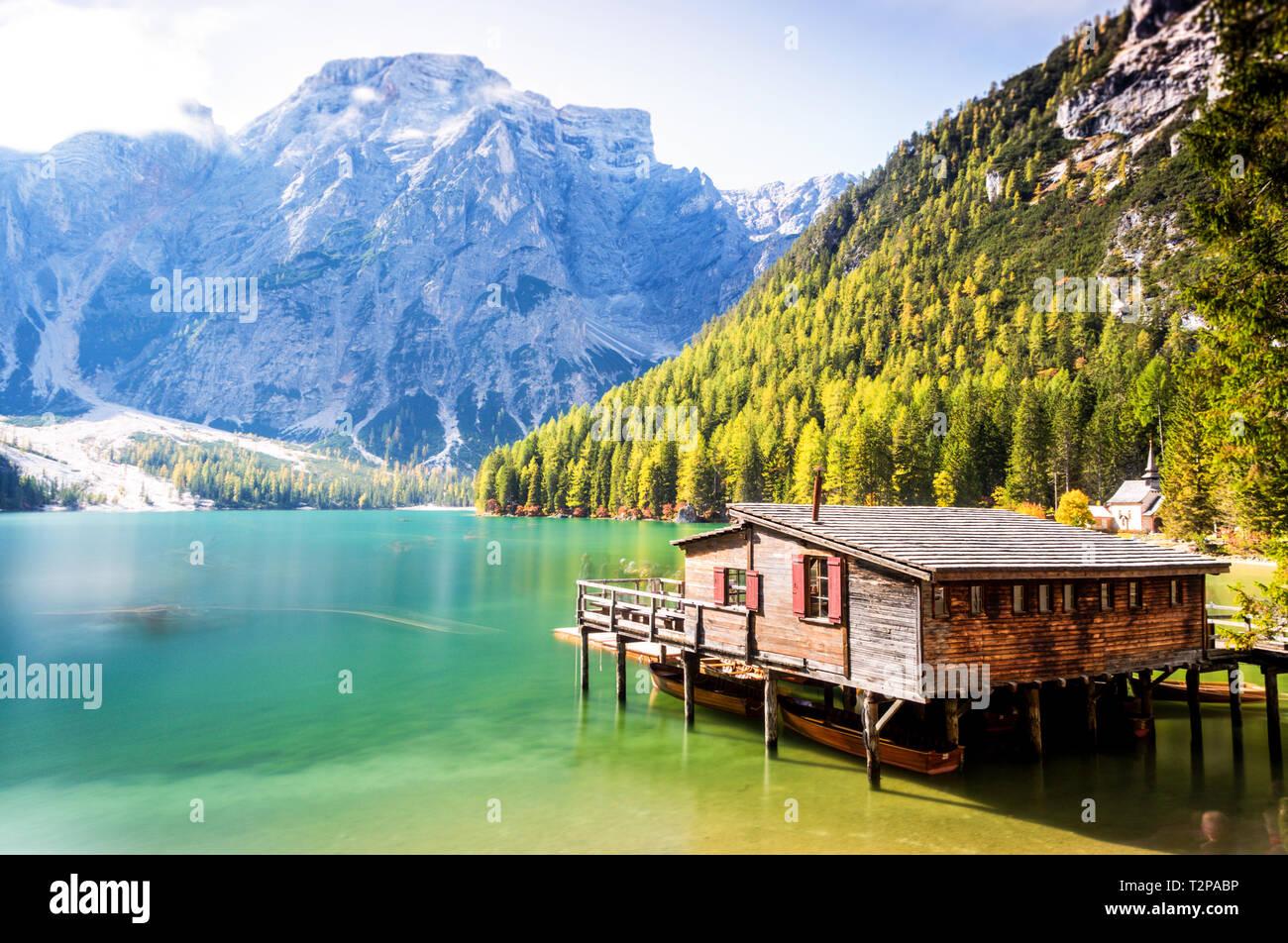 Nordinsel Ital'ys Dolomiten, Regionen und Seen nicht enttäuschen wie das herrliche Lago di braies mit den grünsten Gewässer, die ich je gesehen habe Stockbild