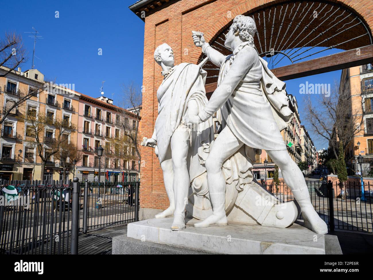 Denkmal für Luis Daoíz und Pedro Velarde, heros der Spanischen Unabhängigkeitskrieg, in der Plaza Dos de Mayo im Herzen des Malasana disrict, cen Stockbild