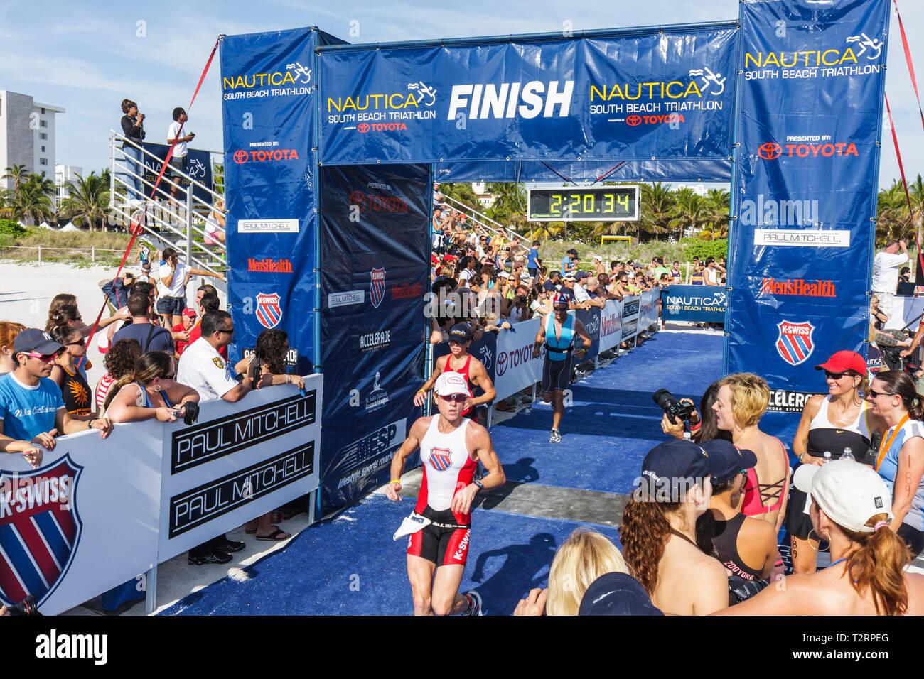 Miami Beach Florida Nautica South Beach Triathlon Atlantik Küste Sport Fitness Segment Athlet Konkurrenten Läufer laufen Stockfoto