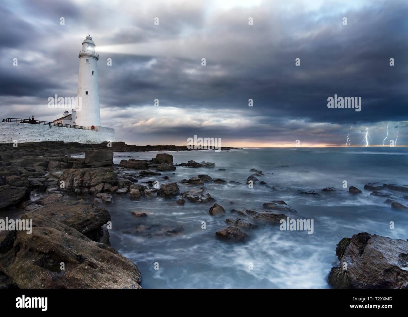 Leuchtturm im Sturm Stockfoto