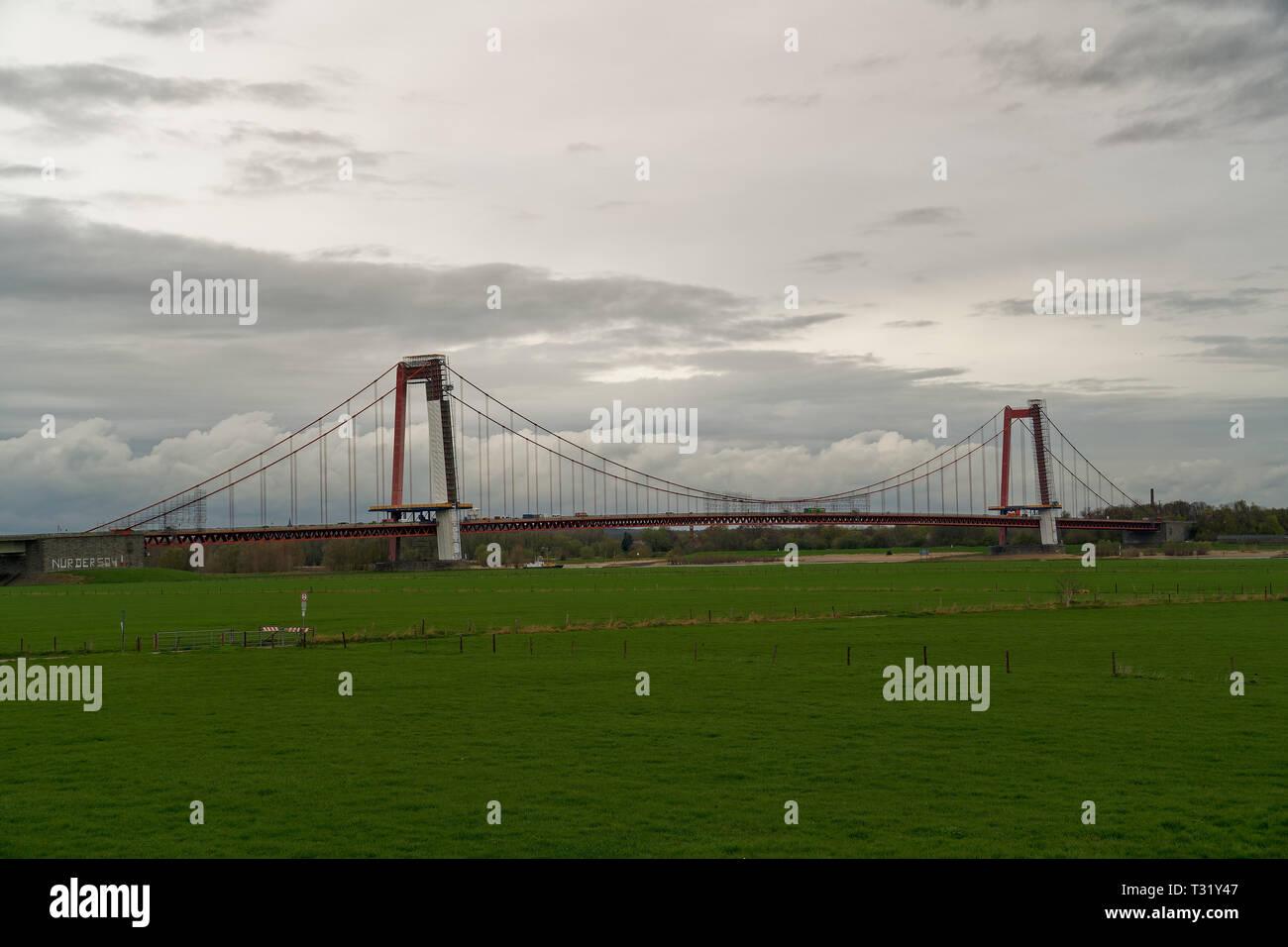 Großbaustelle emmericher Rheinbrücke Emmerich, Deutschland, Seitenansicht Stockbild