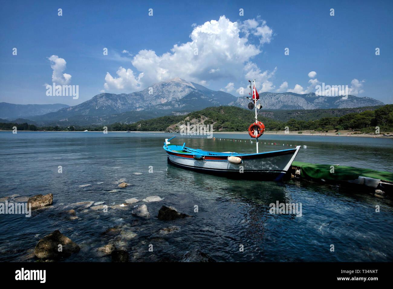 Boot auf dem Meer, Izmir, Türkei Stockbild
