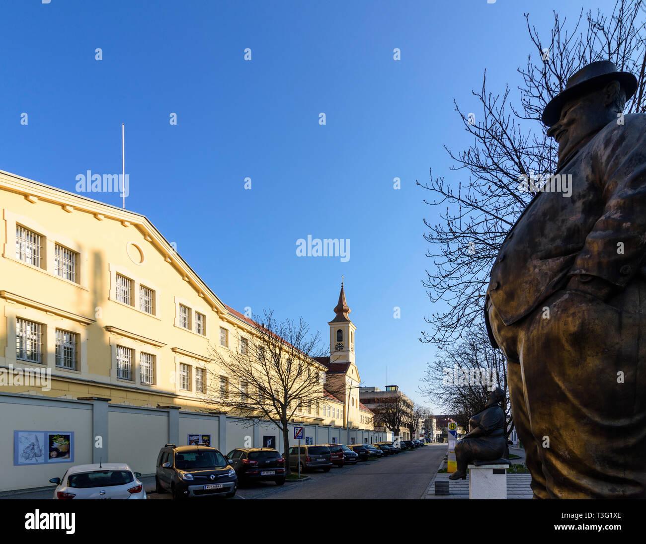 Krems an der Donau: Justizanstalt Stein (Gefängnis), Statuen vor der Cartoon Museum (karikaturmuseum) in der Wachau, Niederösterreich, Niederösterreich, Aust Stockfoto