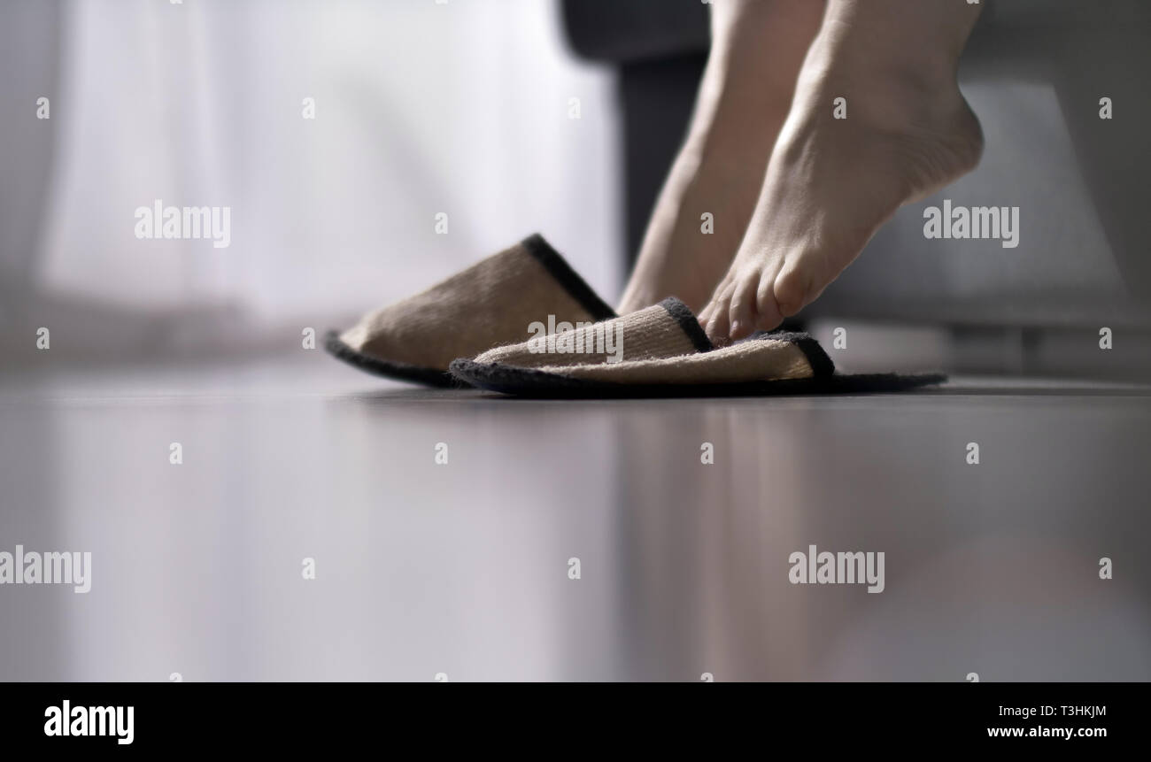 Wearing Slippers Stockfotos & Wearing Slippers Bilder Alamy