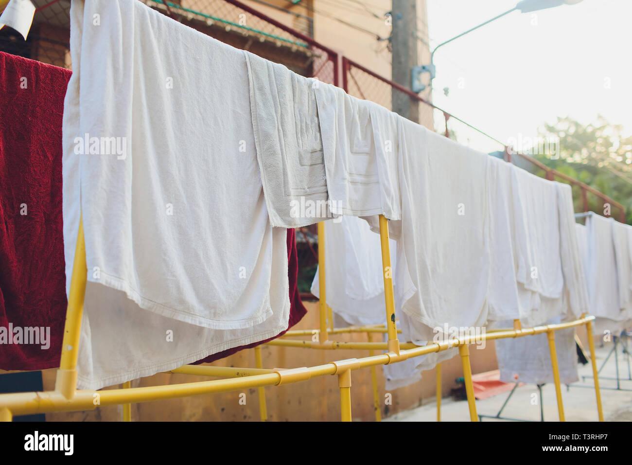 Trocknen Von Kleidung In Der Ungewöhnlichen Sonnenuntergang Weiße