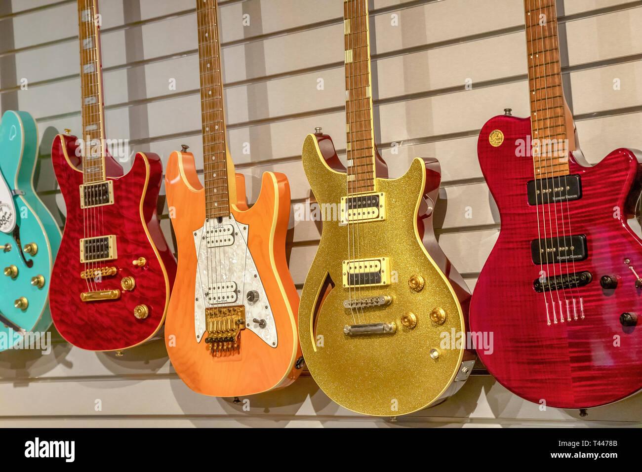 Fünf e-gitarren Stockbild