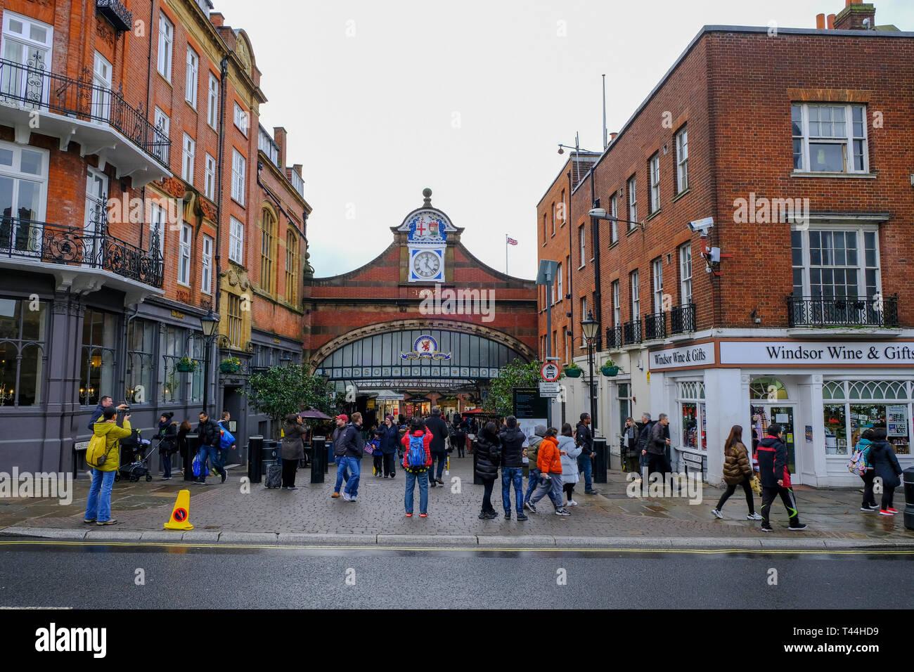 16. Dezember 2018, Windsor, Großbritannien - Windsor Royal Shopping Centre, Teil des Windsor und Eton Hauptbahnhof Stockfoto