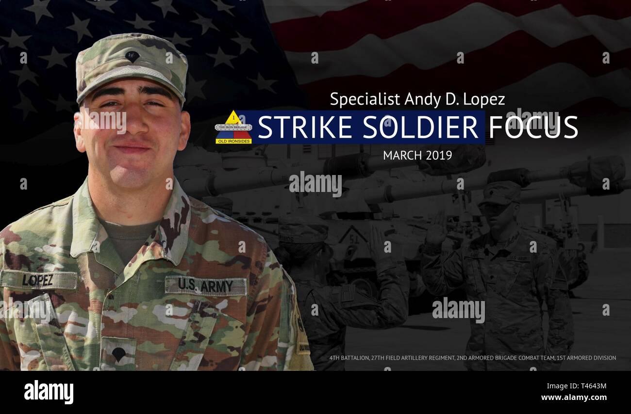 Us-Armee Spezialist Andy D. Lopez, eine Kanone Crewmember zu 4 Bataillon zugeordnet, 27 Field Artillery Regiment. Lopez ist ein Eingeborener von Havanna, Kuba. Im Jahr 2003 wanderte er in die USA und wurde später eingebürgert als US-Bürger. Er ist derzeit als Gunner für die M109A6 Paladin und dient in einem Sergeant Position. Aufgrund seiner ständigen Initiative, Lopez zeichnet sich unter seinen Kollegen. Er bleibt stark und führt zu einem noncommissioned officer Ebene. Er sucht ständig Möglichkeiten, sich selbst zu verbessern und seine technischen und taktischen Skillset zu verfeinern. Seine Hingabe an die Mission Erfolg hat ihn als Battalio Stockfoto