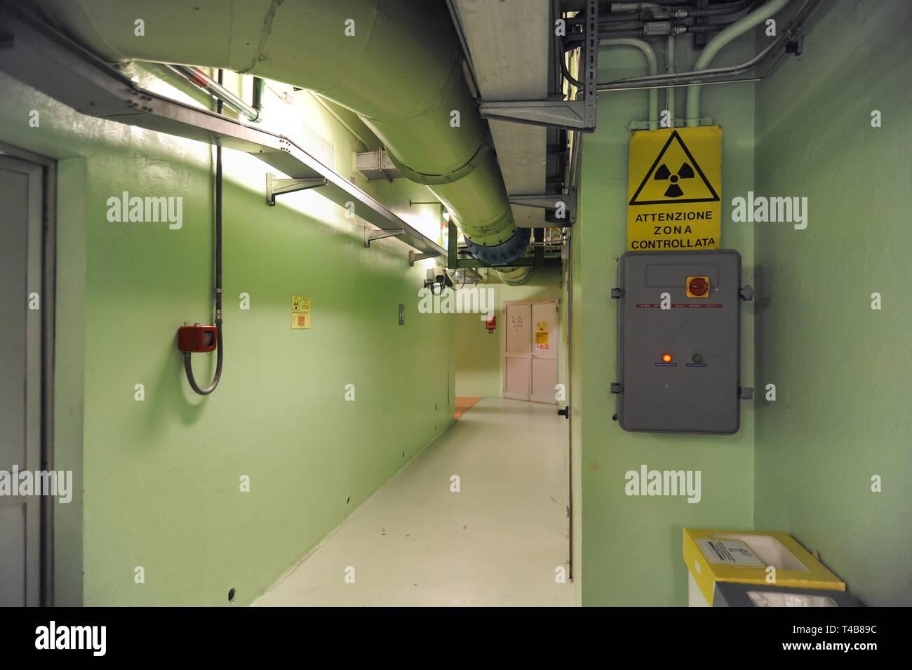 Trino Vercellese Kernkraftwerk, in den Prozess der Deaktivierung durch die Gesellschaft Sogin, verantwortlich für die Stilllegung des italienischen Kernkraftwerke nach der beliebten Referenden von 1987 und 2011 Stockfoto