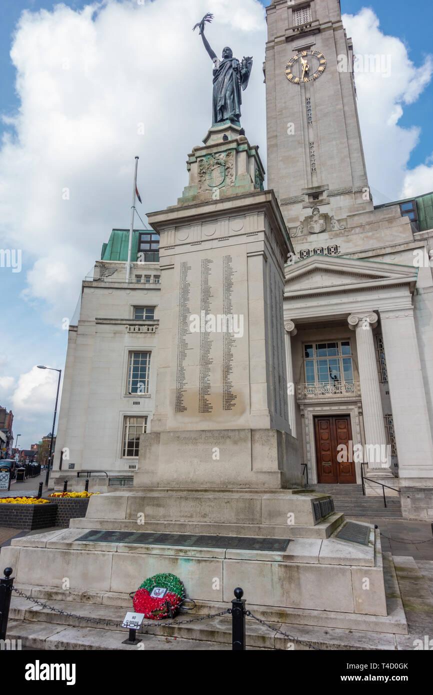 Luton Town Hall, das in einem neoklassizistischen Stil gebaut liegt an der Kreuzung der George Street, Obere George Street, Manchester Street. Stockbild